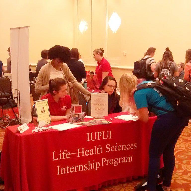 A student signing up for information about the Life and Health Sciences Internship Program.
